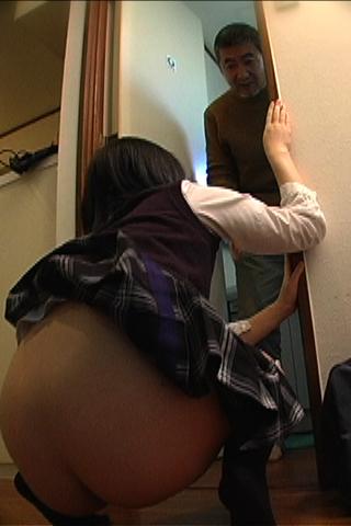 女子校生のギリギリ我慢【トイレの前で人糞・脱糞】お漏らし
