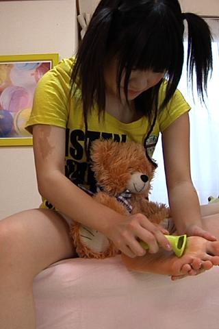 【足・脚フェチ最高】ロリ系少女の足の角質SD&ハイビジョン