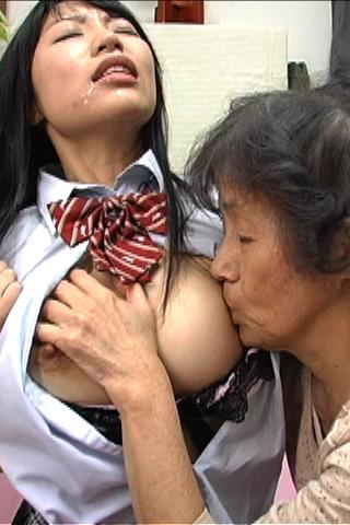 ばあちゃんと女子校生のレズSEX