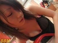 フェチ:新人美容師の胸ちら