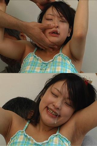 背後から≪おじいちゃんに【くすぐられる】孫娘≫鼻水