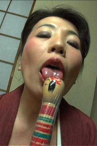 ■こけしで【膣内グジュグジュ】に掻き混ぜ自慰行為【熟女】